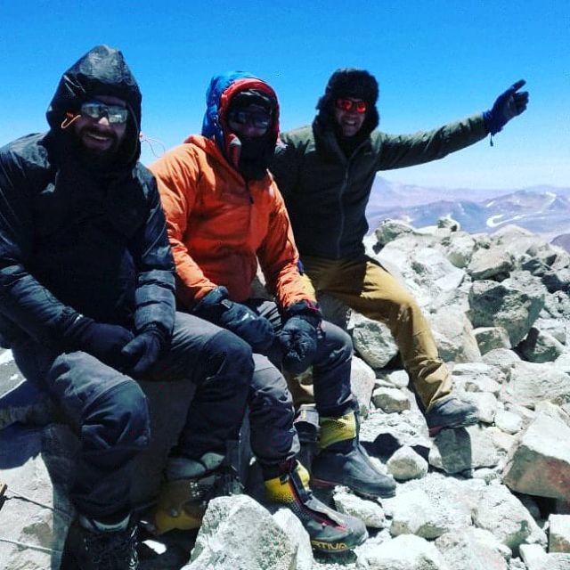 Rodrigo Vázquez, Rutchen Ploch e Ismael Valderas en la cumbre del volcán