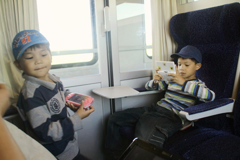 travel train kids, how not to get bored when you travel europe by train, train europe