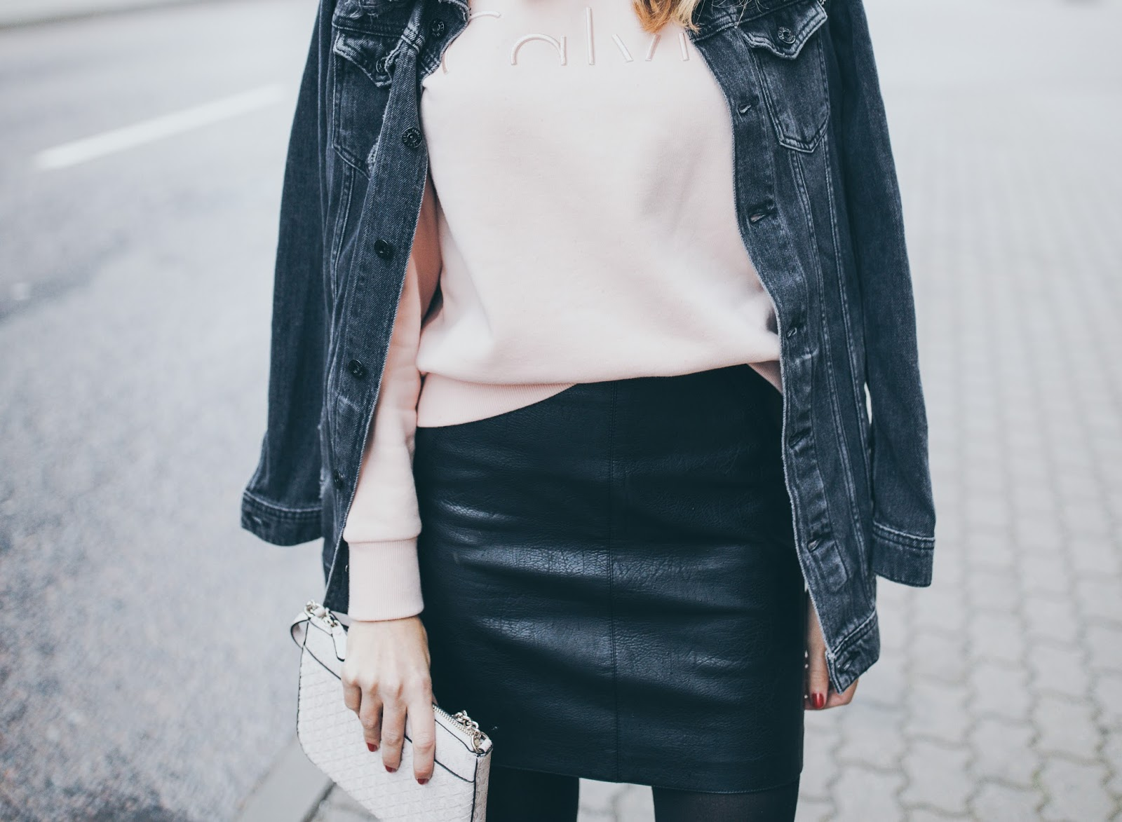 leather skirt minimalist fall outfit