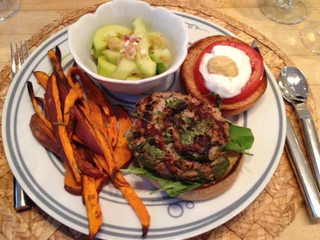 Healthy Turkey Burger on Livliga Vivente Dinner Plate