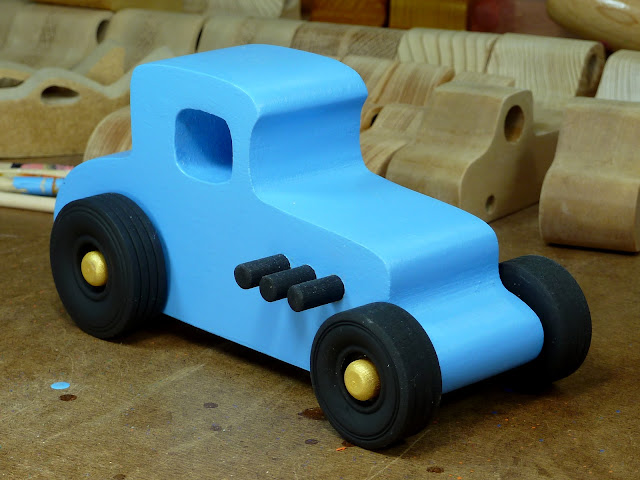20170522-192556 Wooden Toy Car - Hot Rod Freaky Ford - 27 T Coupe - MDF - Blue - Black - Gold 02