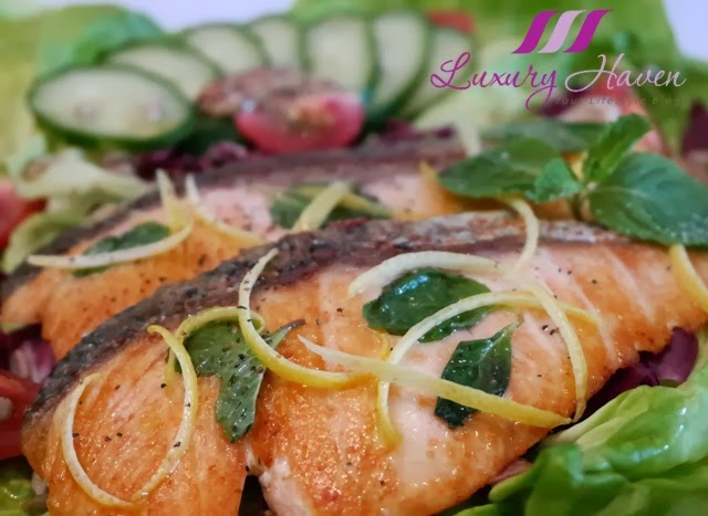 cooking salmon with himalayan crystal salt