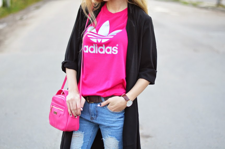 ADIDAS ORIGINALS / LONG COAT, DESTROYED JEANS & SUPERSTARS