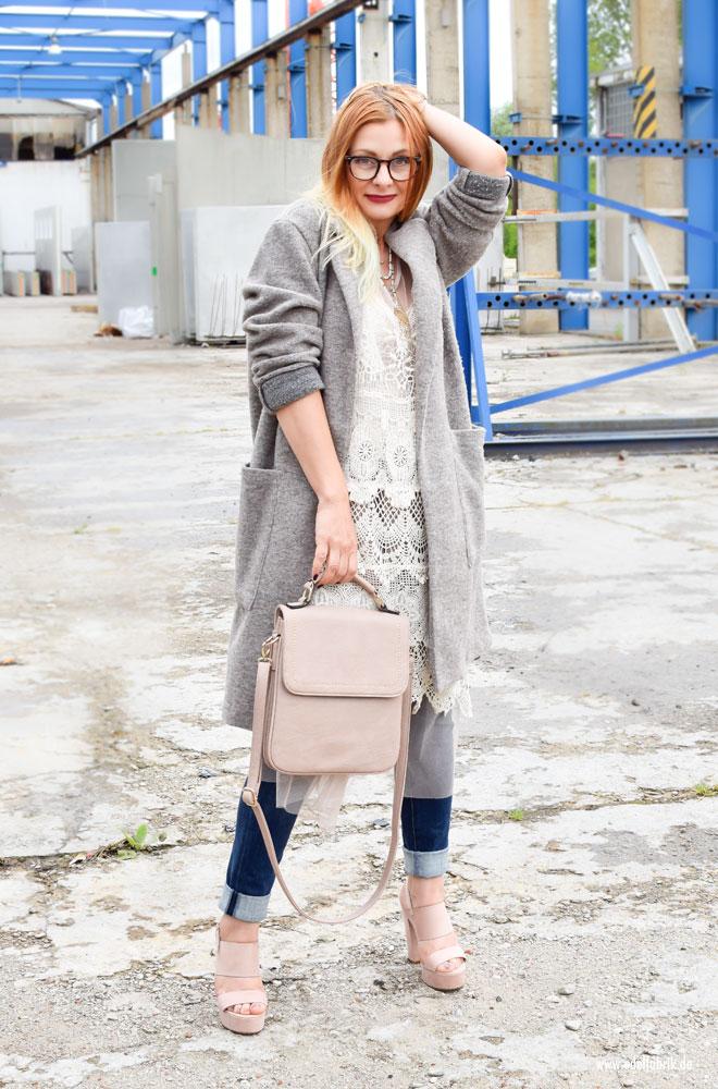 Outfit Idee für Ü40 Frauen mit Skinny Jeans und Tüll