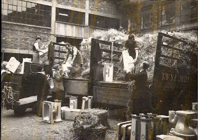 Twyfords Cliffe Vale 1960 Packing and loading in straw