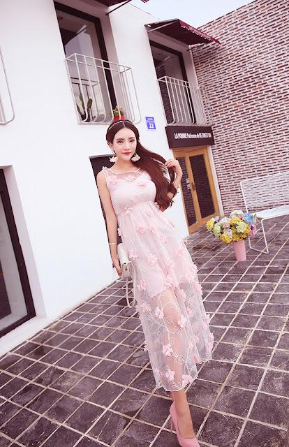 ชุดเดรสยาวสีชมพู