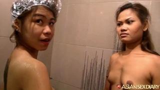 2 Girls In Shower