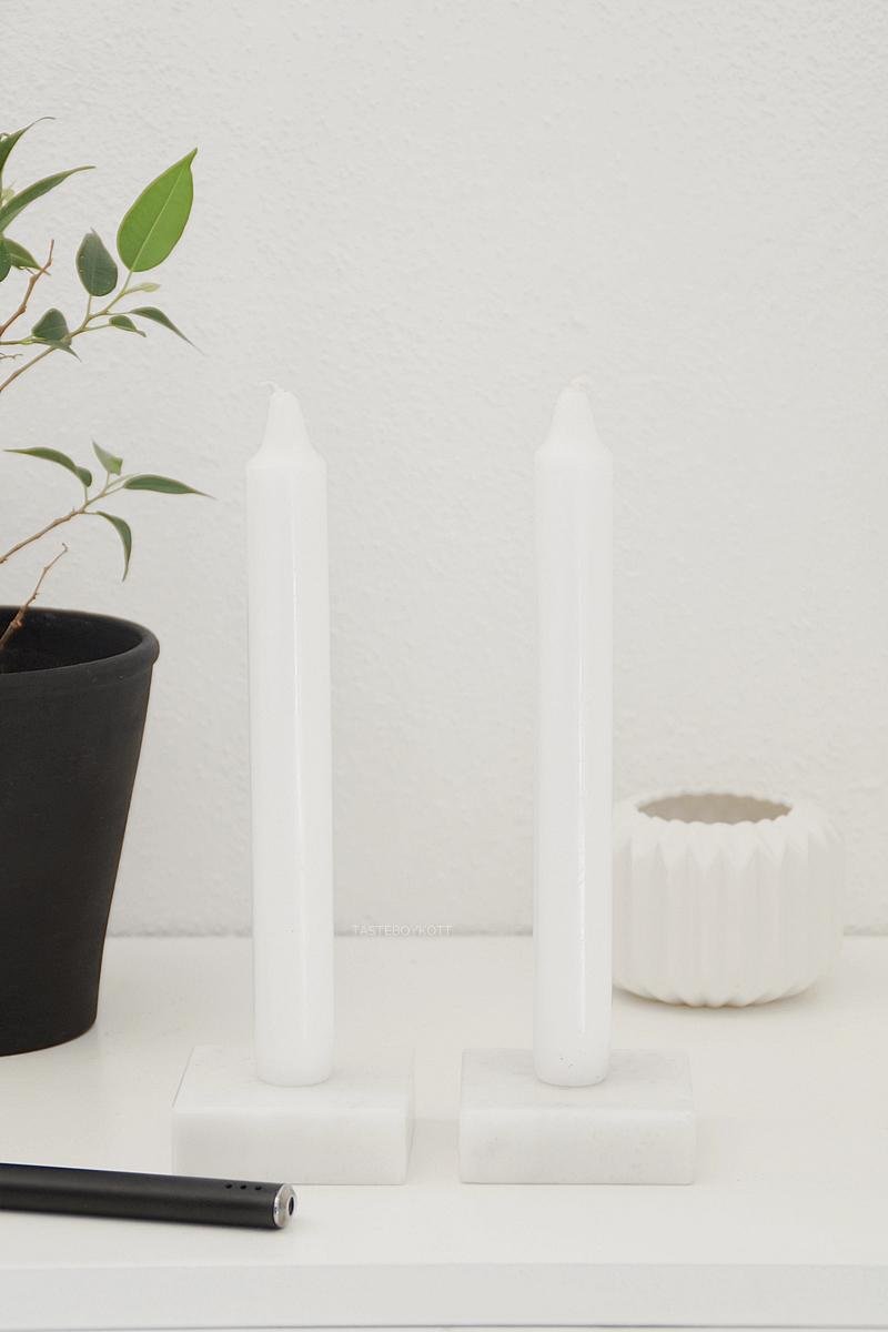 DIY einfache Marmor-Kerzenständer als minimalistische Deko in schwarz-weiß, schnelles Upcycling Pokalsockel zum modernen Kerzenständer