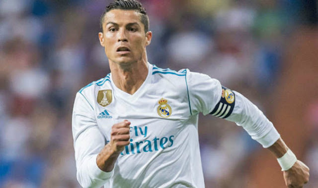 """""""Siêu bom tấn"""" Ronaldo: MU tạo cú sốc, trả Real 400 triệu euro 1"""