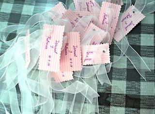 centro-mesa-árboles-etiquetas-escritas