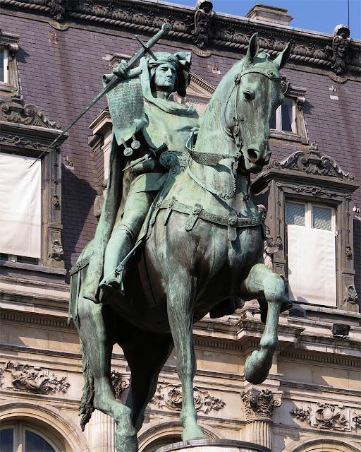Equestrian statue of Étienne Marcel by Antonin Idrac, Jardin des Combattants Espagnols de la Nueve, Hôtel de Ville, quai de l'Hôtel de ville, Paris
