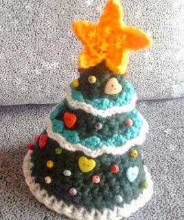 http://cosicasraquel.blogspot.com.es/2014/11/diy-arbol-de-navidad-crochet.html