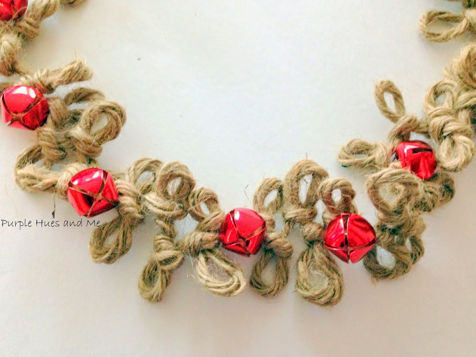 http://plumperfectandme.blogspot.com/2014/11/loopy-jute-twine-garland-with-bells.html
