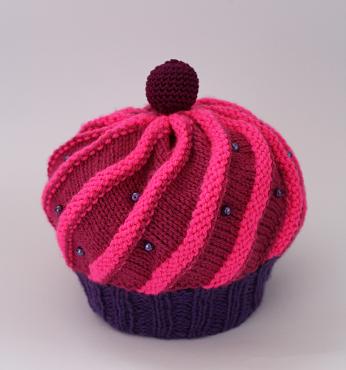 DIY-Strickanleitung für eine Mütze in Form eines Cupcakes von Ars Vera.