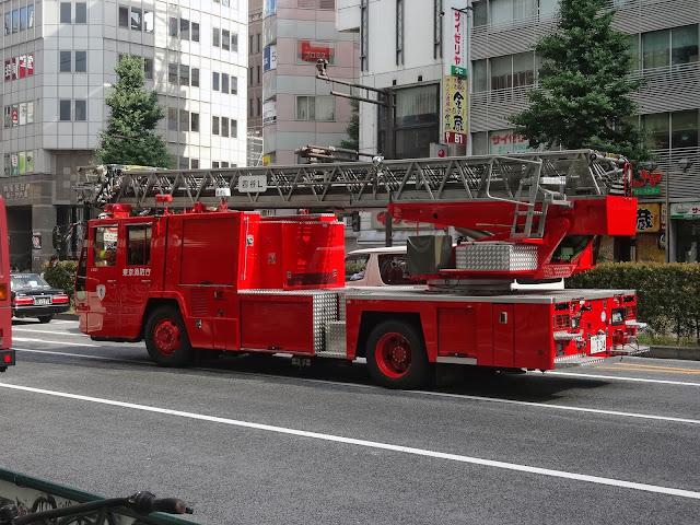消防車,はしご車〈著作権フリー無料画像〉Free Stock Photos
