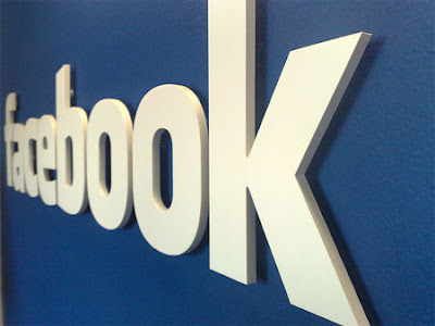 Facebook to organize friends in 'smart lists'.
