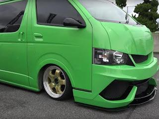 Seperti-Ini-Bentuknya-Toyota-Hiace-Berasa-Mobil-Lamborghini
