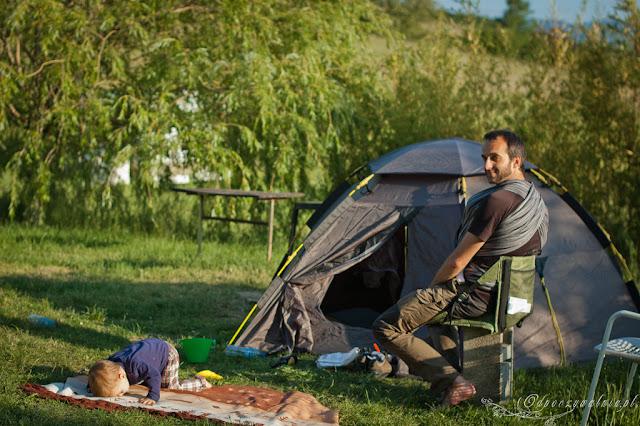 pod namiotem z dziećmi, biwakowanie a dziecko