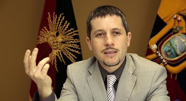 gerente banco central ecuador renuncia