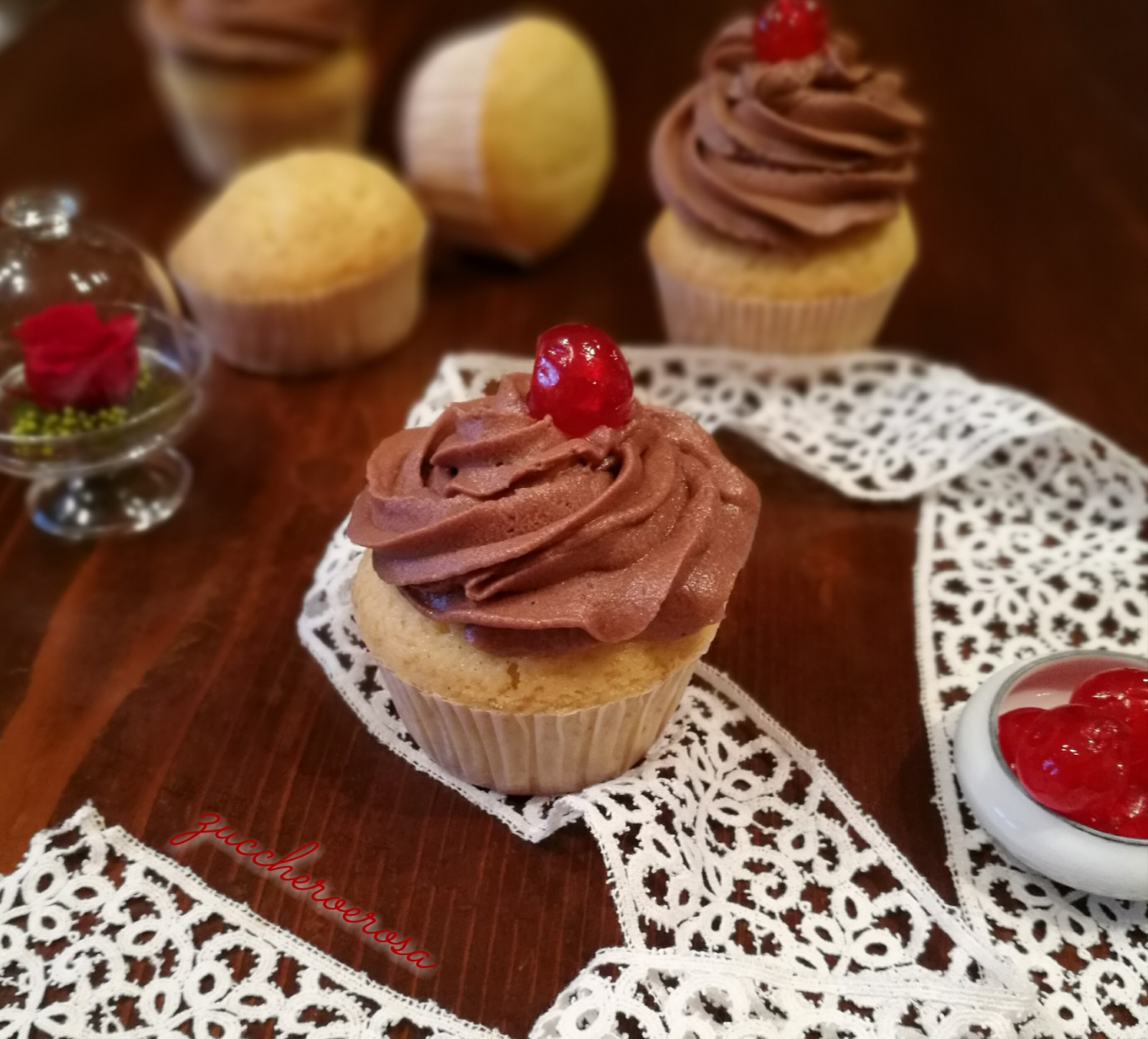 Cupcake Alla Vaniglia Con Frosting Al Cioccolato Zuccheroerosa