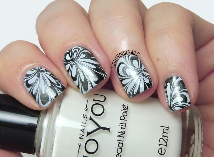 Black and white water marble stamping nail art feat. plate Hehe040