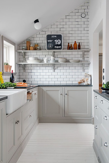 šedá kuchyň