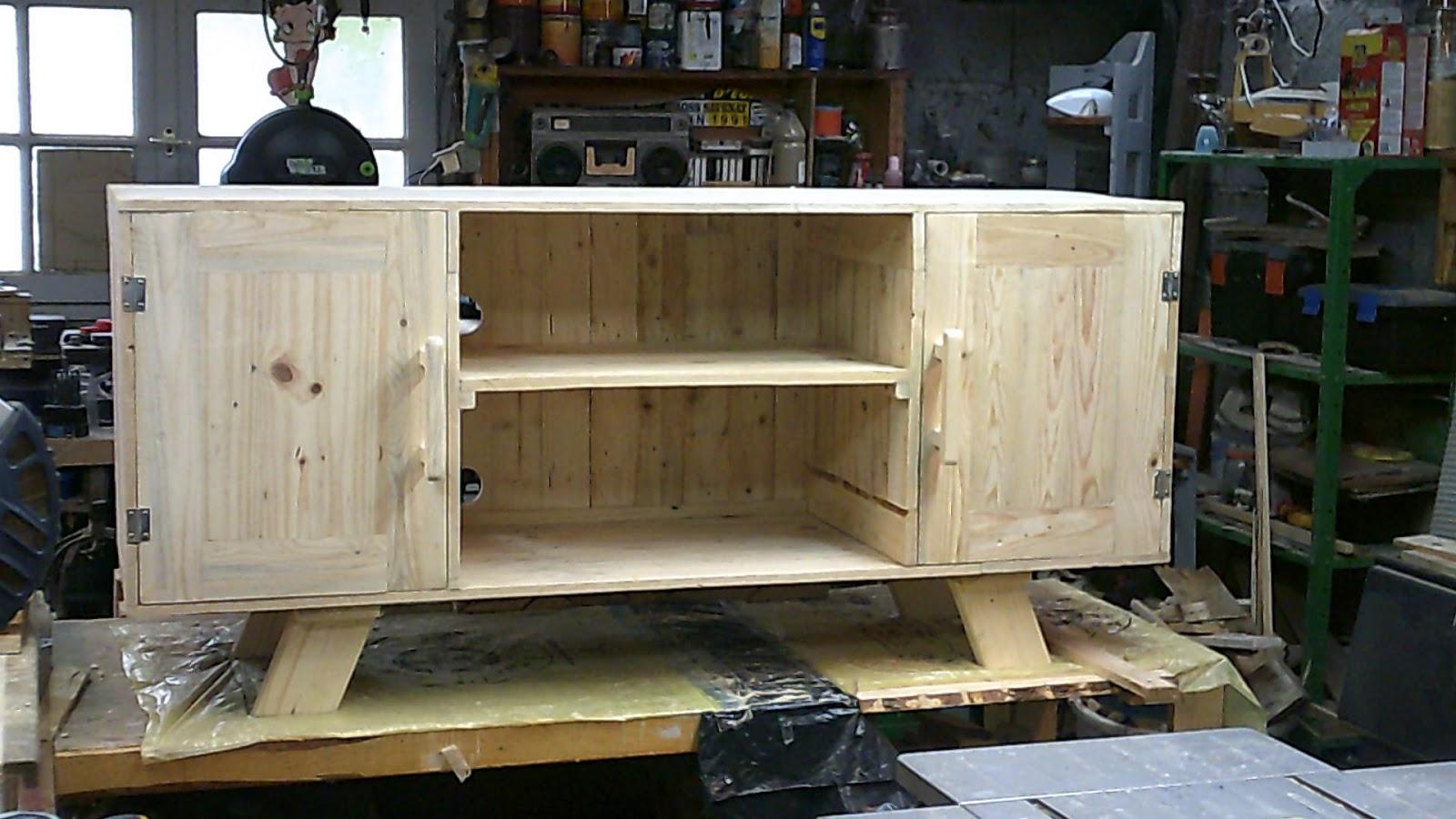 fabrication de meuble l 39 interieur en bois de palette et meuble de jardin. Black Bedroom Furniture Sets. Home Design Ideas