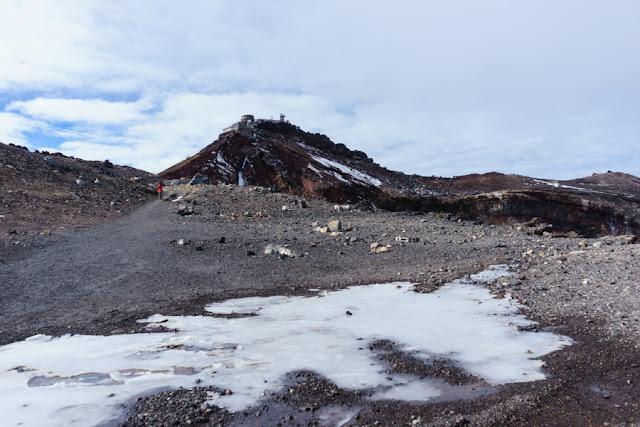 コノシロ池と剣ヶ峰~富士山頂