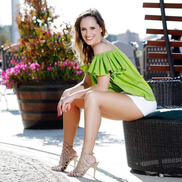 The Beautiful Ana Viriato Shows her Fine Legs