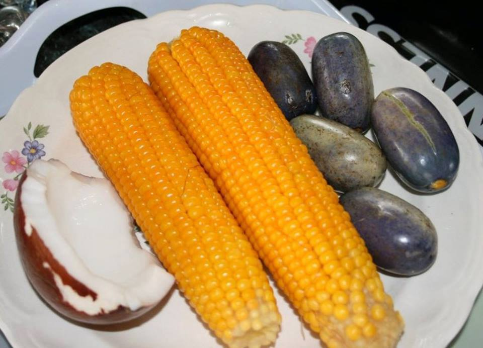 Boiled Corn To Enjoy With Ube (Pear) And Coconut | Nigerianfoodies.com