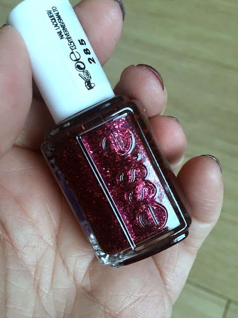 NOTD - Essie Toggle To The Top