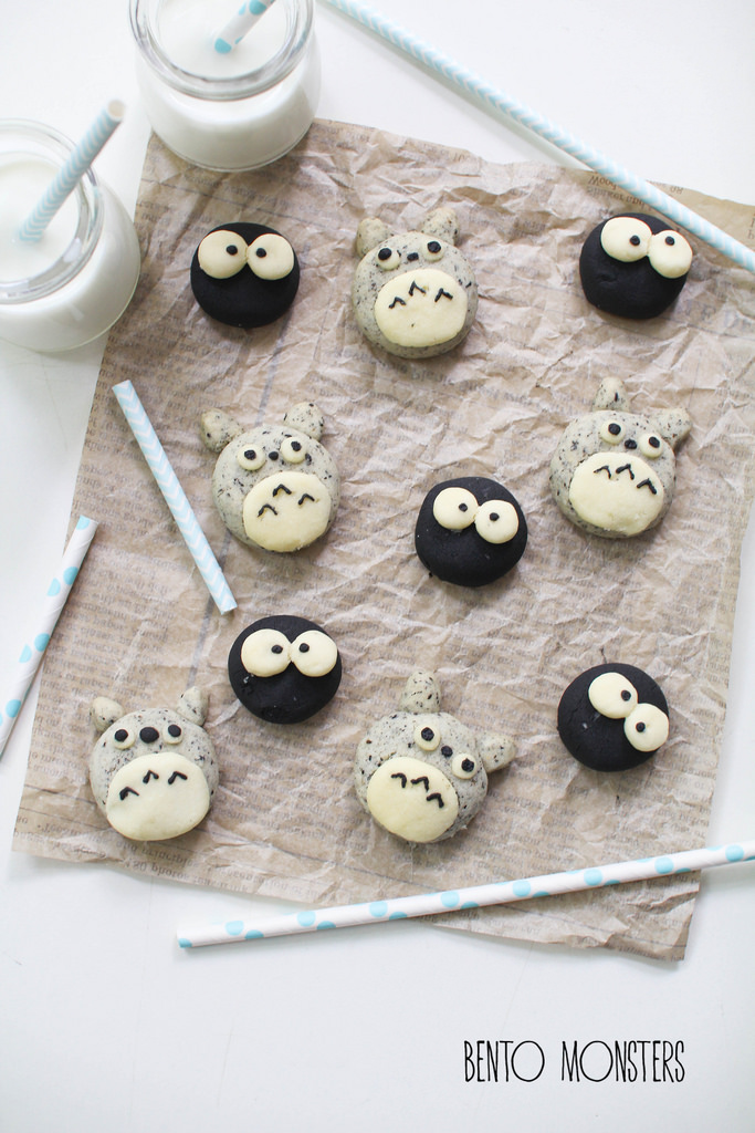 21-Totoro-Black-Sesame-German-Cookie-Li-Ming-Lee-Kyaraben-Bento-Monsters-Themed-Lunch-Art-www-designstack-co