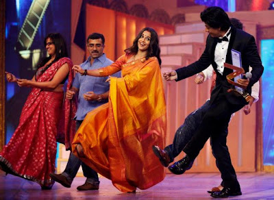 Shahrukh Khan & Vidya Balan At Zee Cine Awards 2013