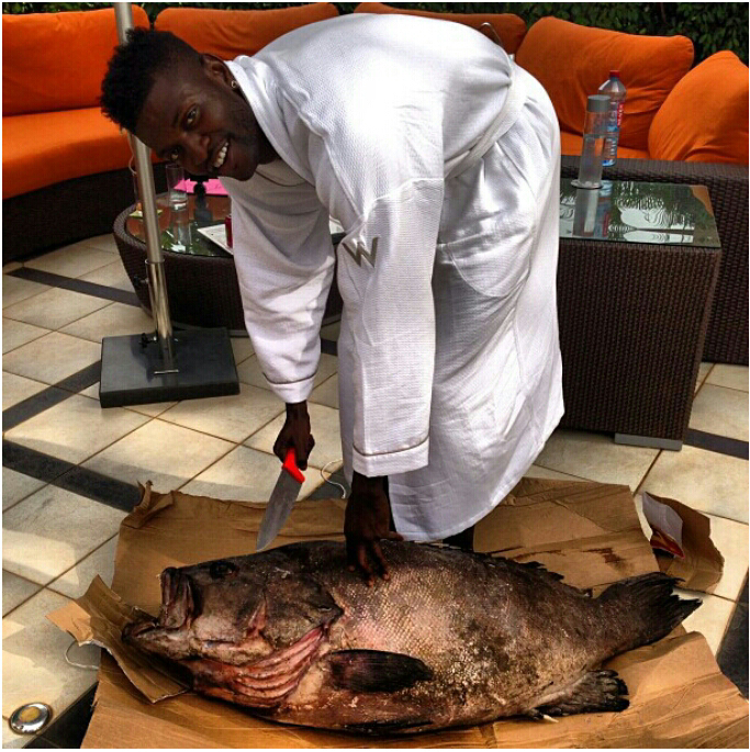 emmanuel adebayor cutting fish