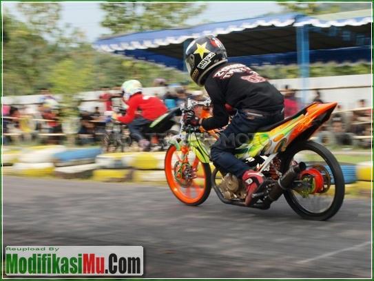 Aksi Balapan Di Road Race - Video Cara Modifikasi Suzuki Satria F150 250cc 2555cc Drag Bike Racing Look Kolor Ijo Tercepat Untuk Harian
