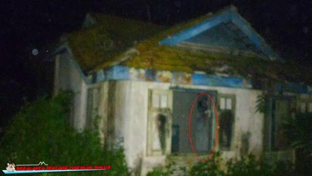 Bayangan di Rumah Kosong