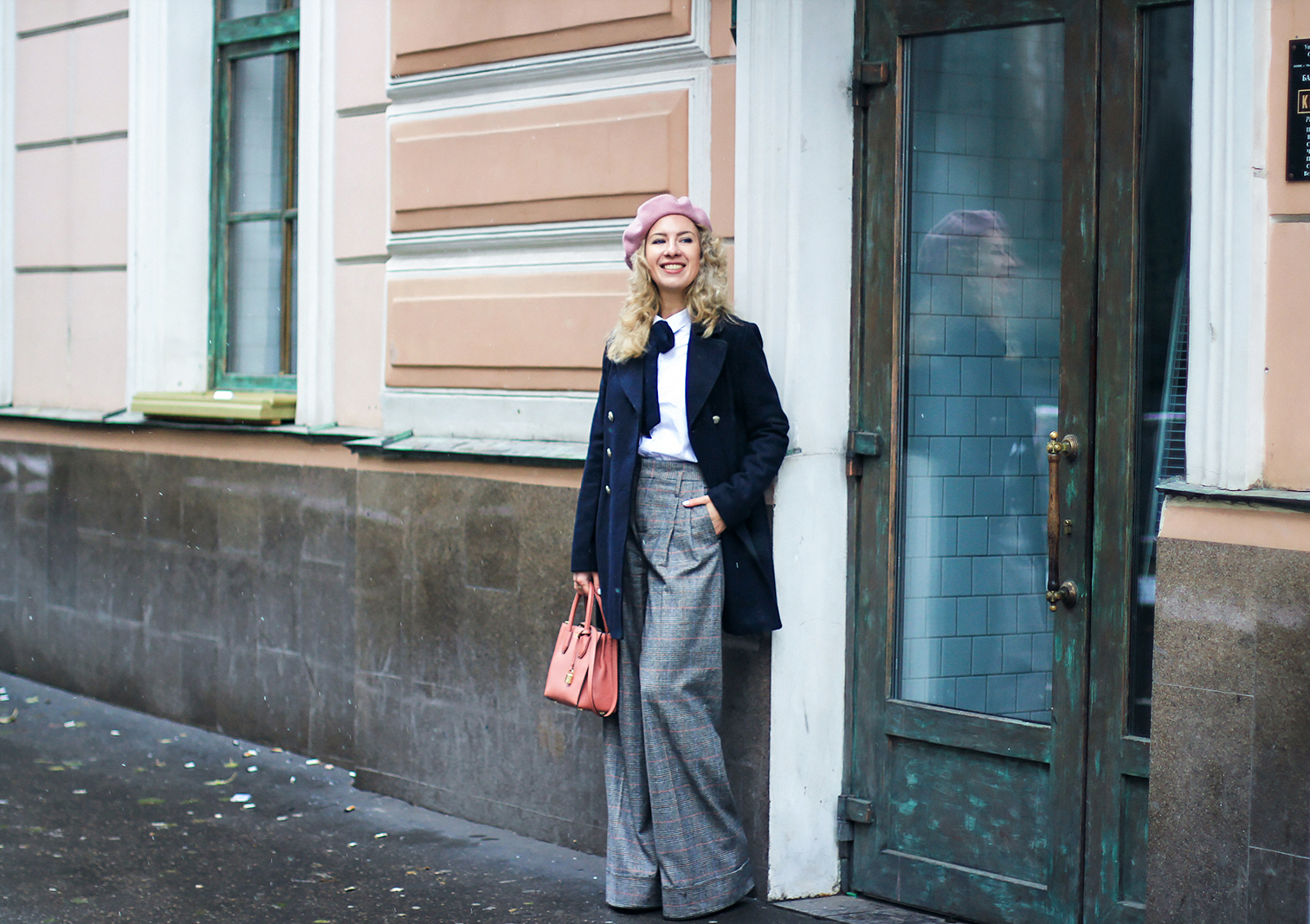 margarita_maslova_military_coat_zara_pants_pink_michael_kors_bag_beret_streetlook