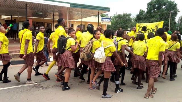 UNIZIK students rock primary school attire to celebrate graduation