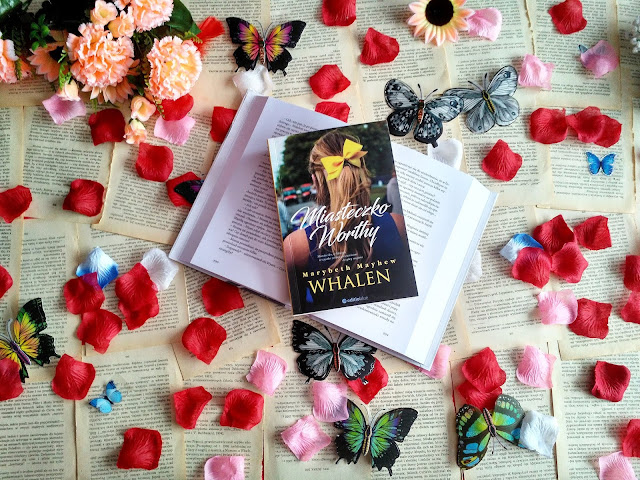 """Trzy dziewczyny, cztery historie i jedna tragedia, czyli recenzja powieści Marybeth Mayhew Whalen pt.""""Miasteczko Worthy"""""""