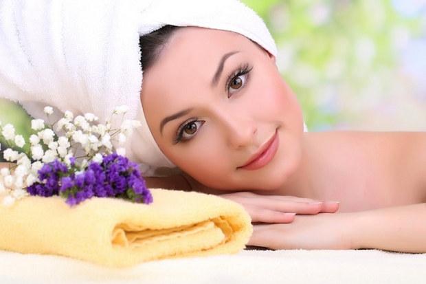 8 وصفات طبيعية تغنيك عن طبيب التجميل