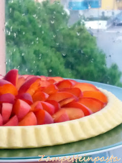 Crostata di albicocche con base morbida con stampo furbo