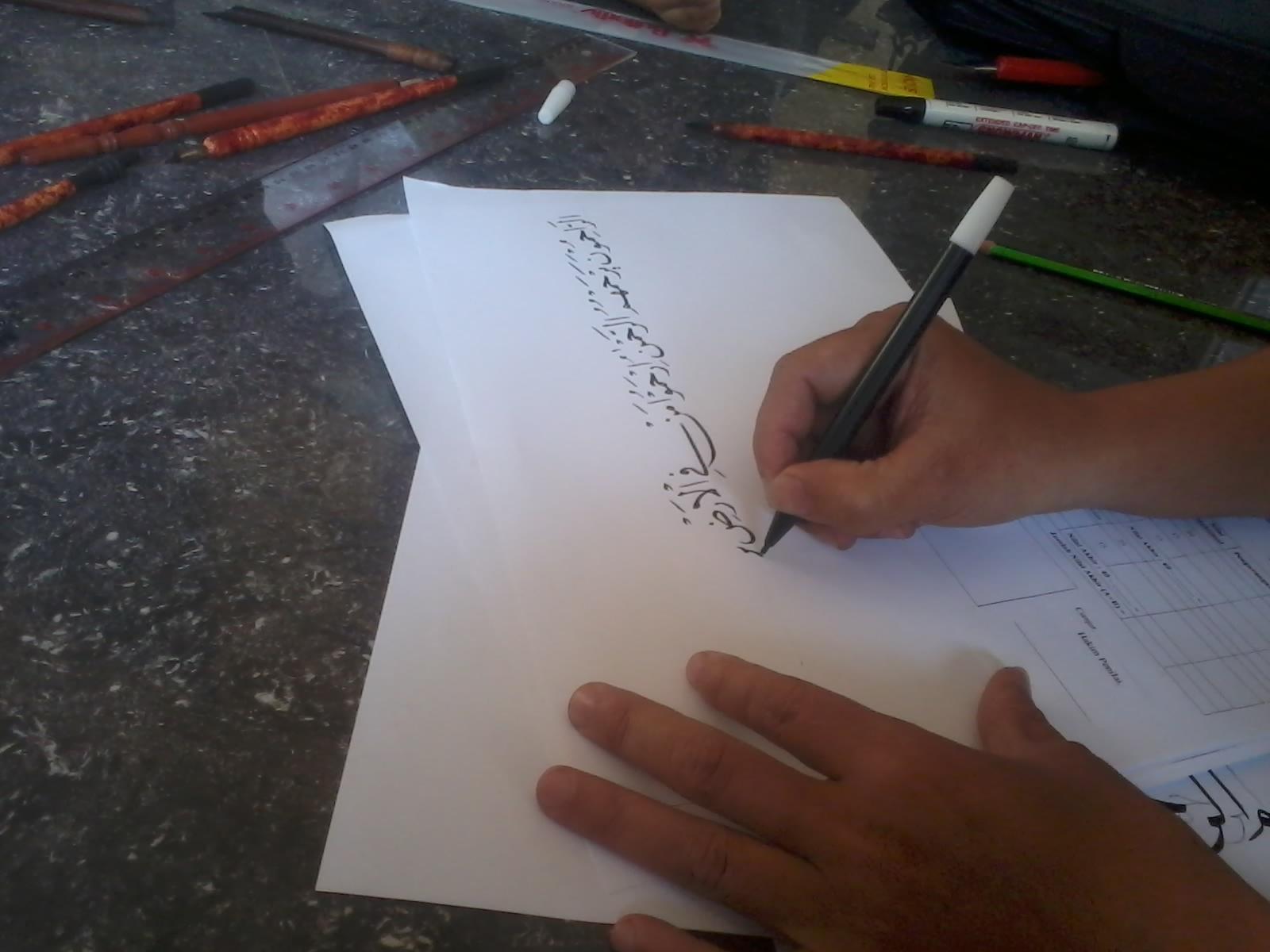 Keindahan Tulisan Huruf Arab Dengan Seni Kaligrafi Sarip Hidayat