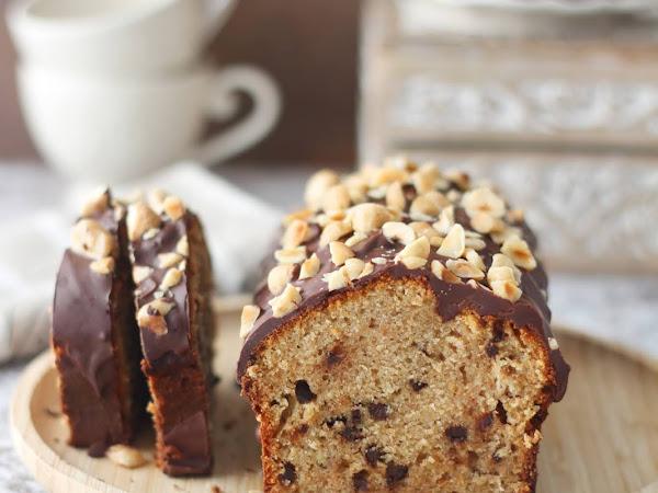 Banana bread con farina integrale, cioccolato e nocciole