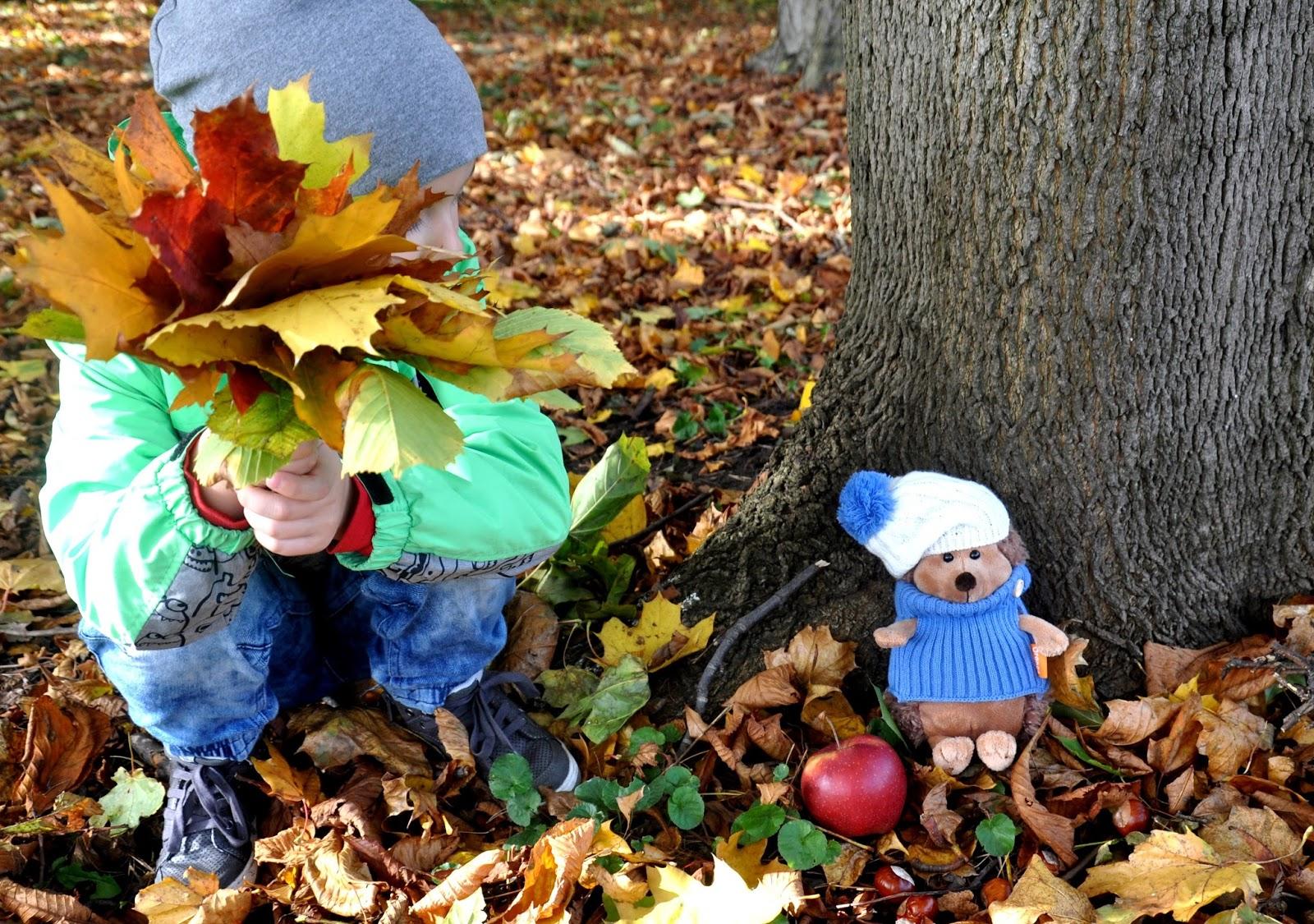 Jesienny spacer z uroczym przyjacielem
