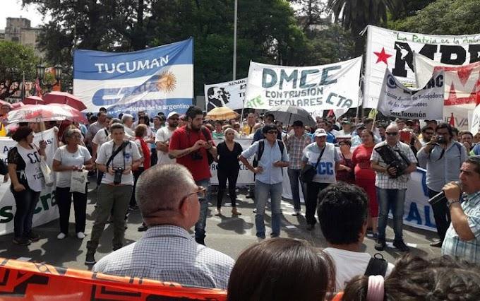 Masiva protesta de la CGT, las CTA en plaza Independencia