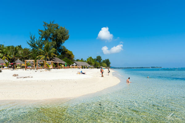 tempat wisata honeymoon terindah di lombok nurul sufitri social media mom blogger writer traveloka traveling gili air