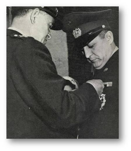 200774b91cb ... posteriormente integrante de la Junta Militar de Gobierno que sucedió  en la presidencia al Teniente General Gustavo Rojas Pinilla el 10 de mayo  de 1957.