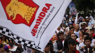 Partai Gerindra Jawa Tengah mencurigai permainan politik atas beredarnya poster bergambar 'Raja Jokowi' di sejumlah wilayah di provinsi itu