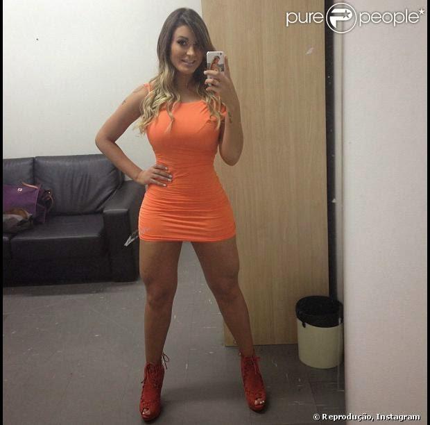 Claudia desde su webcam abierta de patas masturbandose - 2 part 2
