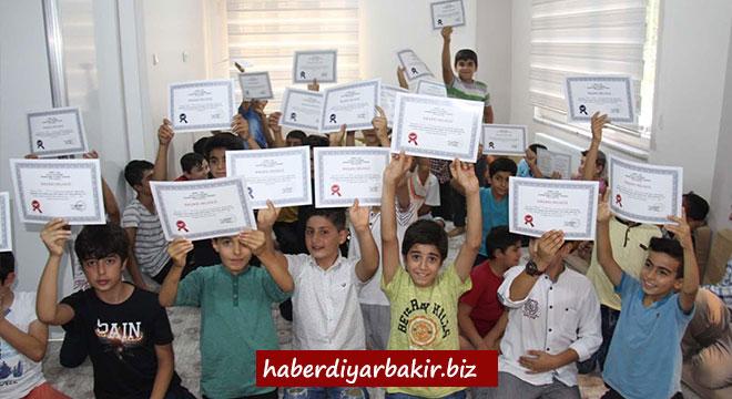 Hizmet-Der eğitimini tamamlayan öğrencilere başarı belgesi verdi